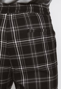 Only & Sons - ONSLINUS CHECK PANT - Broek - black - 5