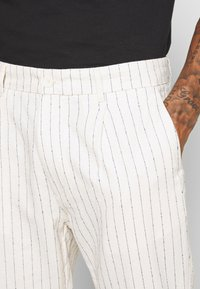Only & Sons - ONSLOU PANT  - Trousers - cloud dancer - 4