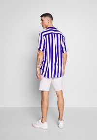 Only & Sons - ONSLOU LINEN MIX  SHORTS GW 3000 - Shorts - bright white - 2