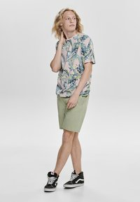 Only & Sons - Shorts - green - 1