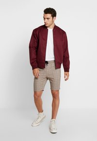 Only & Sons - ONSLINUS CHECK  - Shorts - chincilla - 1