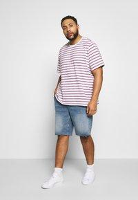 Only & Sons - ONSPLY REG RAW HEM ZIP - Denim shorts - blue denim - 1