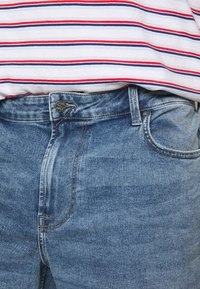 Only & Sons - ONSPLY REG RAW HEM ZIP - Denim shorts - blue denim - 4