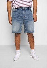 Only & Sons - ONSPLY REG RAW HEM ZIP - Denim shorts - blue denim - 0