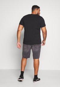 Only & Sons - ONSPLY RAW HEM - Denim shorts - grey denim - 2