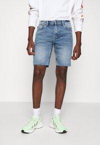 Only & Sons - ONSPLY RAW HEM ZIP  - Shorts vaqueros - blue denim - 0