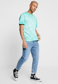 Only & Sons - ONAVI BEAM CROP - Jeans relaxed fit - blue denim - 1