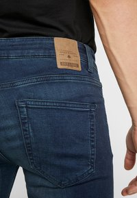 Only & Sons - ONSLOOM DARK - Jeans Slim Fit - blue denim - 5