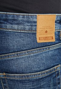 Only & Sons - ONAVI DAMEGDE BLUE - Jeansy Zwężane - blue denim - 5