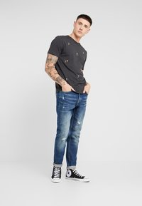 Only & Sons - ONAVI DAMEGDE BLUE - Jeansy Zwężane - blue denim - 1