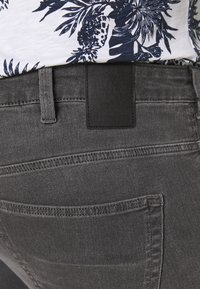 Only & Sons - ONSLOOM - Jeans slim fit - grey denim - 5