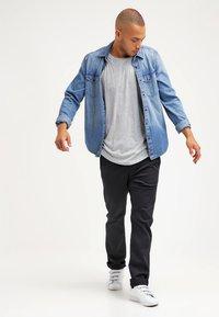 Only & Sons - ONSMATT LONGY TEE - T-shirts basic - light grey melange - 1