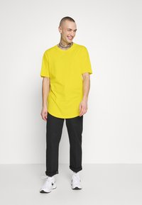 Only & Sons - ONSMATT LONGY TEE - T-shirts - blazing yellow - 1
