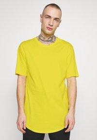 Only & Sons - ONSMATT LONGY TEE - T-shirts - blazing yellow - 0