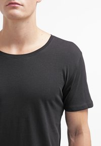 Only & Sons - ONSMATT LONGY TEE - T-shirt - bas - black - 4