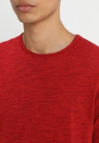 Only & Sons - ONSALBERT LIFE NEW TEE - Jednoduché triko - pompeian red - 4