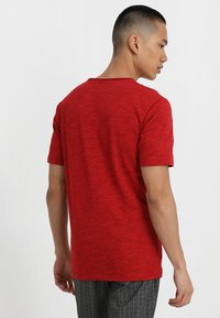 Only & Sons - ONSALBERT LIFE NEW TEE - Jednoduché triko - pompeian red - 2