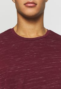 Only & Sons - ONSMATTY LONGY TEE - Triko s potiskem - dark red - 5