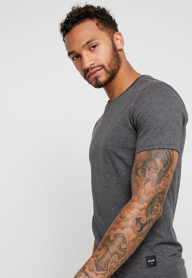 ONSMATT  5-PACK - Basic T-shirt - white/dark/blue/ melange/cab