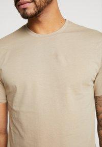 Only & Sons - ONSMATT LONGY 7 PACK - T-shirts - dark blue/bordeaux/khaki - 6