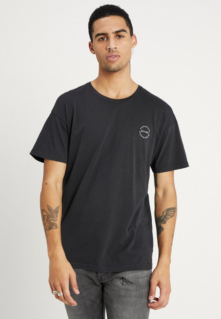 Only & Sons - ONSPHIL DROP SHOULDER WASHED TEE - Camiseta estampada - dark grey