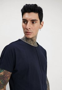Only & Sons - ONSEARL RAW LONGY  - T-shirt basic - dark navy - 4