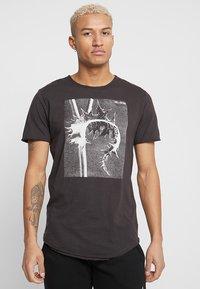 Only & Sons - ONSMATT  - Print T-shirt - phantom - 0