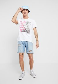 Only & Sons - ONSPETAL FITTED TEE CAMP - Triko spotiskem - white - 1