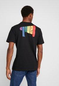 Only & Sons - ONSVP TEE - T-shirt z nadrukiem - black - 2