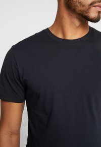 Only & Sons - ONSMATT LONGY TEE 3 PACK - T-shirts - dark navy - 5
