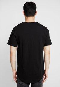 Only & Sons - ONSMATT LONGY TEE 3 PACK - T-shirts - black - 2