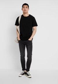 Only & Sons - ONSMATT LONGY TEE 3 PACK - T-shirts - black - 0