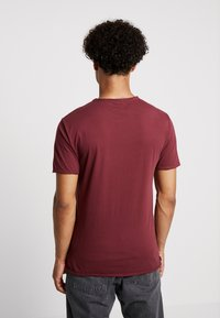 Only & Sons - ONSALBERT WASHED O-NECK - Jednoduché triko - zinfandel - 2