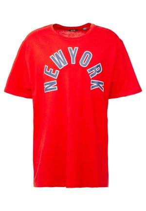 ONSBRUIN TEE PLUS - Print T-shirt - aura orange