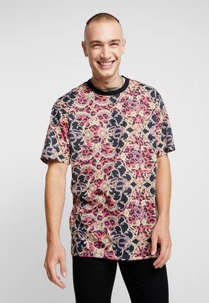 ONSVP BAROQUE TEE - Print T-shirt - aurora red