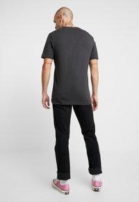 Only & Sons - ONSBERNIE CAMP TEE - T-Shirt print - phantom - 2