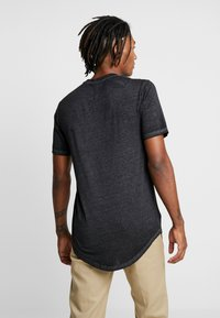 Only & Sons - ONSLONE LONGY BURNOUT TEE - Jednoduché triko - phantom - 3