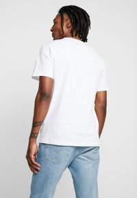 Only & Sons - ONSFRIENDS TEE - T-shirt print - white - 2