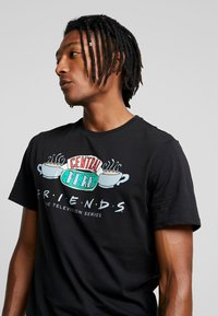 Only & Sons - ONSFRIENDS TEE - T-shirt print - black
