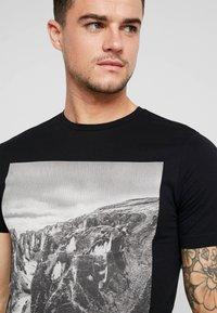 Only & Sons - ONSBROCK  - T-Shirt print - black - 4