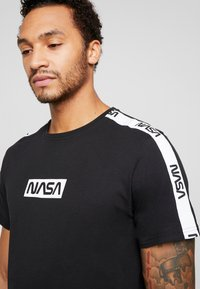 Only & Sons - ONSNASA LICENSE TEE - T-shirt print - black - 4