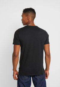 Only & Sons - ONSMSAXON SLIM TEE - Camiseta estampada - black - 2