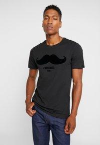 Only & Sons - ONSMSAXON SLIM TEE - Camiseta estampada - black - 0