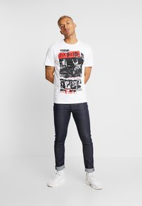 Only & Sons - ONSSEXPISTOLS TEE - T-shirts med print - white - 1