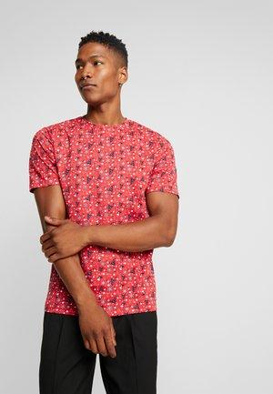 ONSAKASUT TEE - T-shirt z nadrukiem - pompeian red