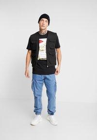 Only & Sons - ONSMMAR TEE - T-Shirt print - black - 1