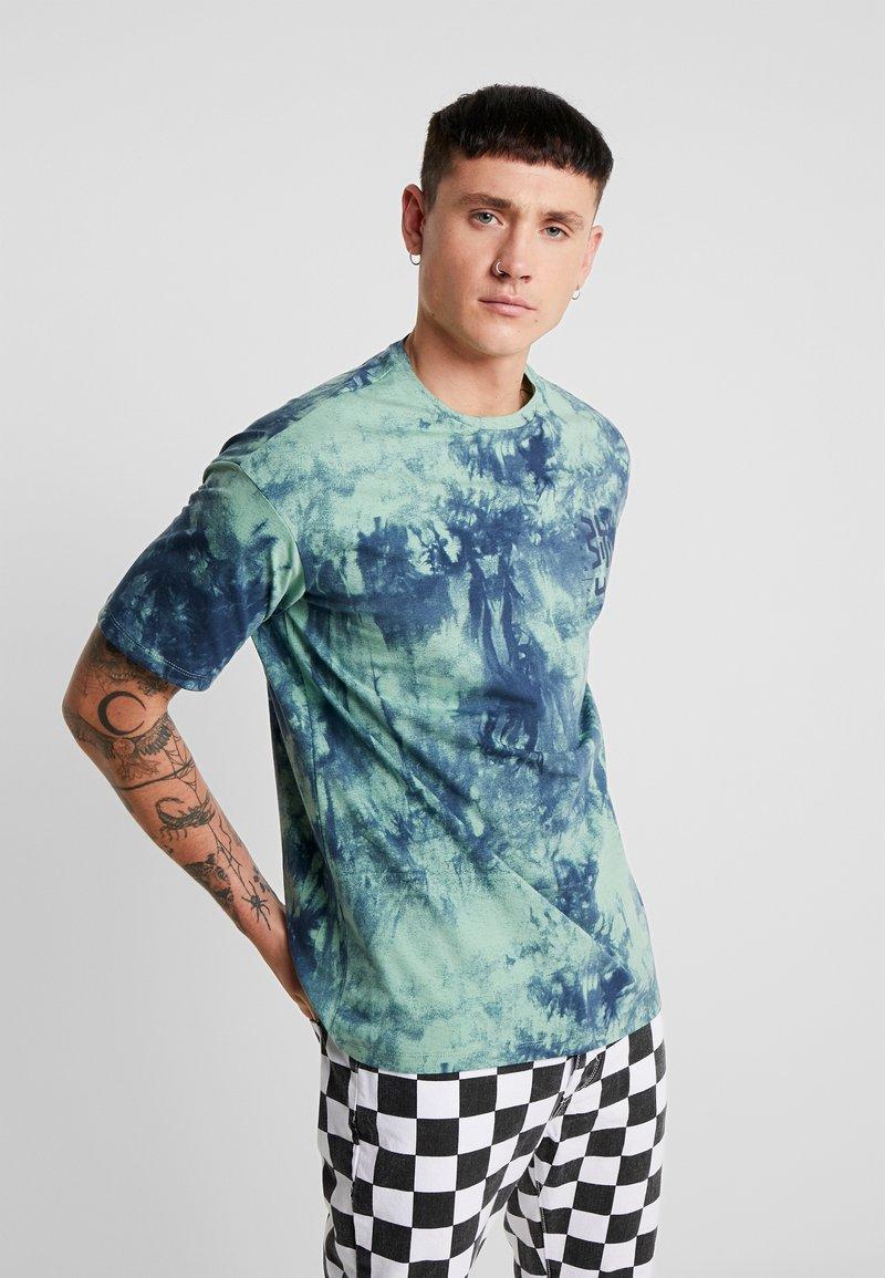 Only & Sons - ONSRUSHI TEE - Print T-shirt - mallard green