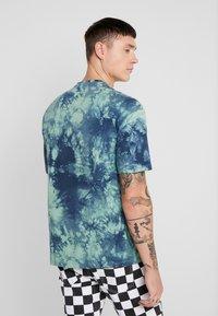 Only & Sons - ONSRUSHI TEE - Print T-shirt - mallard green - 2