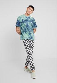 Only & Sons - ONSRUSHI TEE - Print T-shirt - mallard green - 1