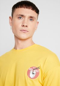 Only & Sons - ONSMO TEE - Maglietta a manica lunga - citrus - 4